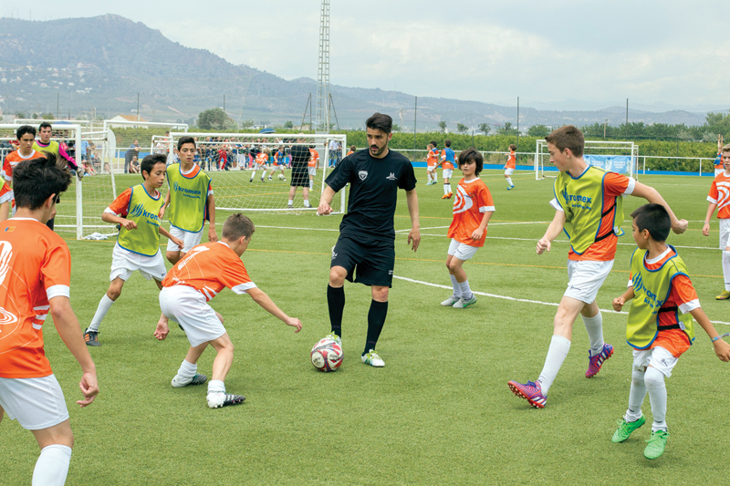 david villa playing football with childrens